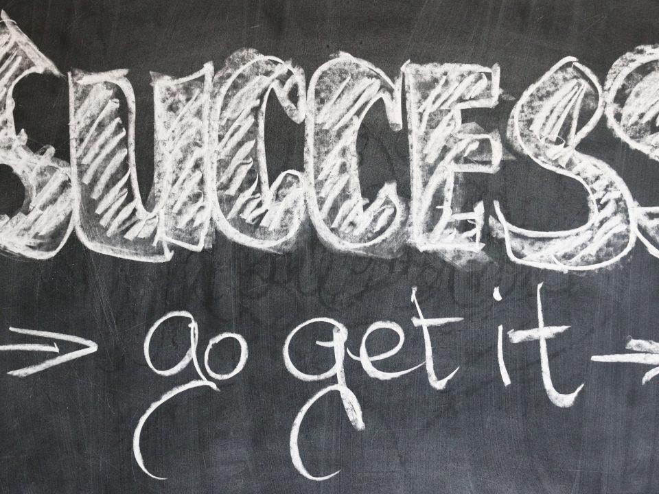motywacja napis sukces na tablicy